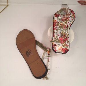 695e284693e4a Sam Edelman Shoes - Sam Edelman • Gigi Charm Poppy Garden Sandals